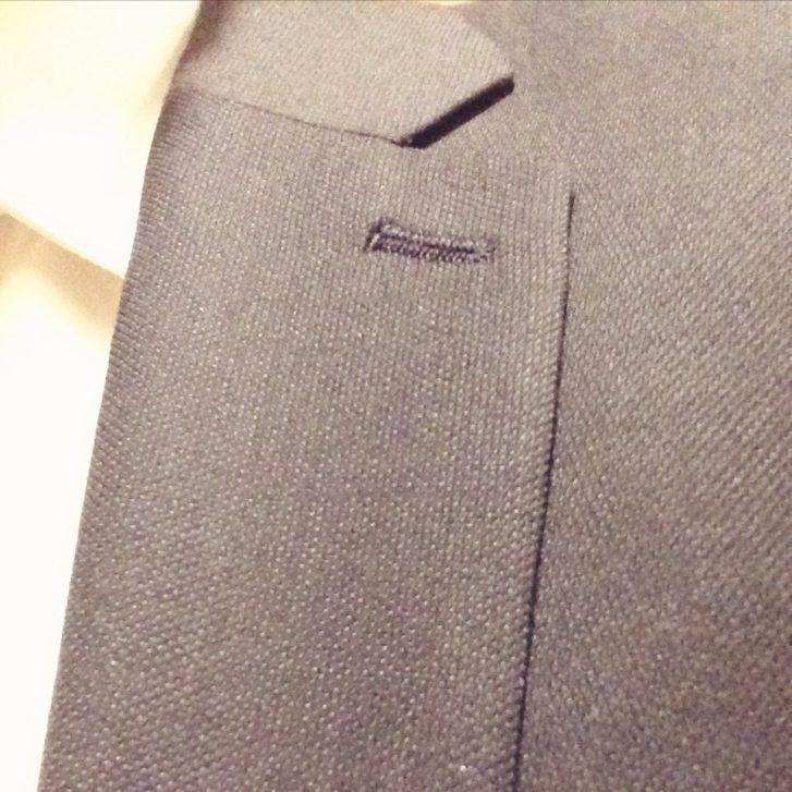 細身スーツはラペルも細身