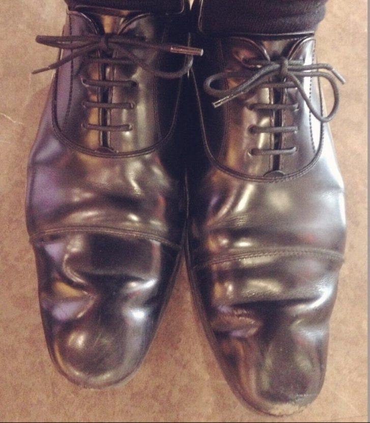 靴紐変えた後の革靴