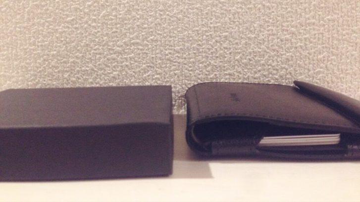 薄い財布と箱