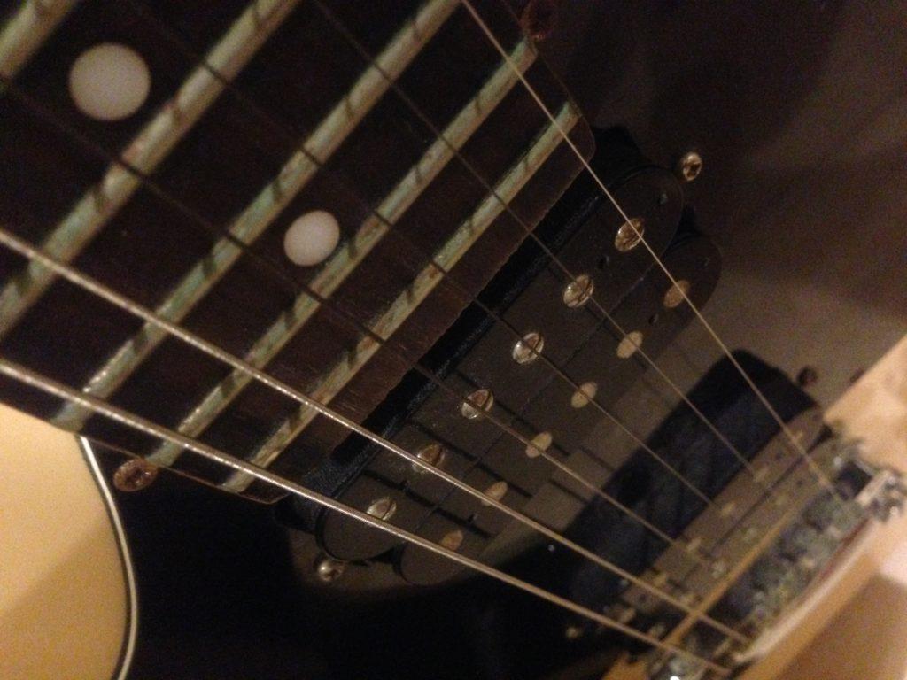 ギターとベースを比較