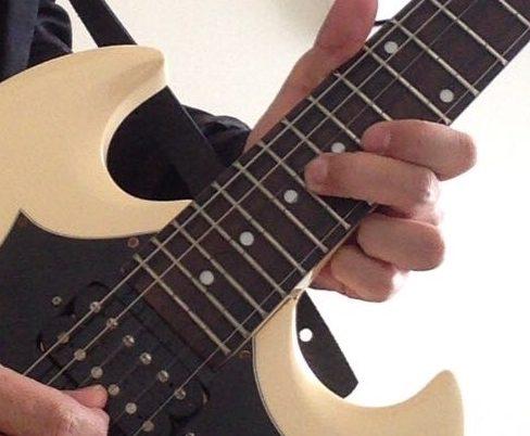 ギターからベースへの転向は簡単