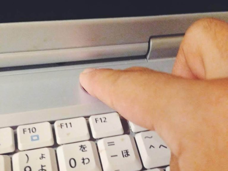 富士通FMVのXPのパソコンNB55Gの電源を切る