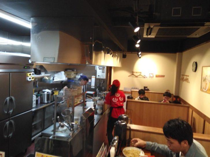 三富麺店内